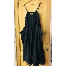 Les Ours Zwarte jurk met smalle bandjes en steekzakken