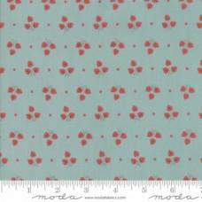 Bunny Hill Design ' 101 Maple Street' blauw groene stof met rode blaadjes